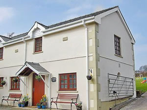 Self catering breaks at Swallows Nest in Llansteffan, Dyfed