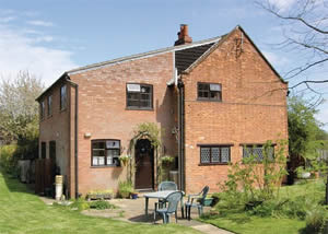 Self catering breaks at Field Cottage in Sudbourne, Suffolk