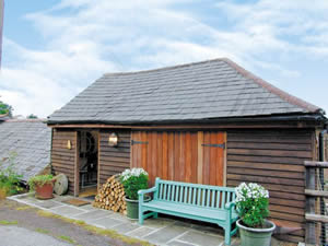 Self catering breaks at Bee Cottage in Langdon Hills, Essex